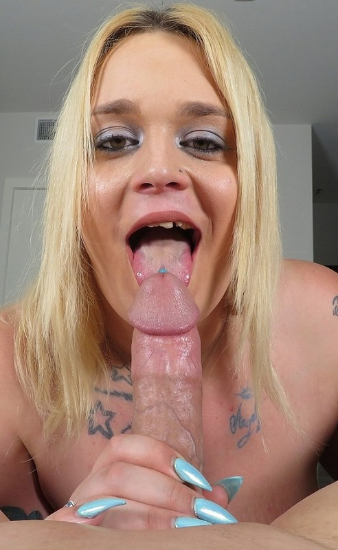Amira Passion Getting A BJ From A Bootylicious Trans Stunner (29 April 2019)
