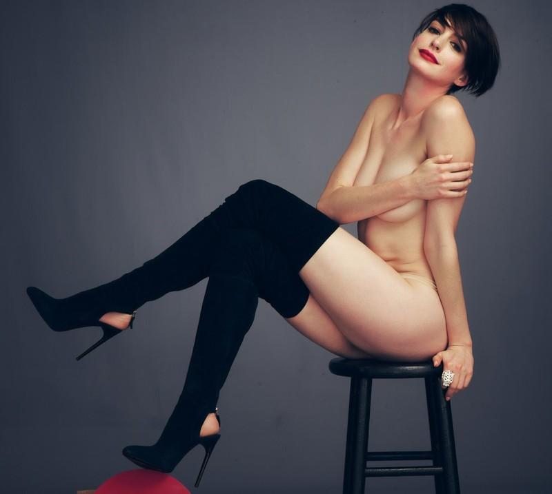 Фото американской актрисы Энн Хэтэуэй в бикини