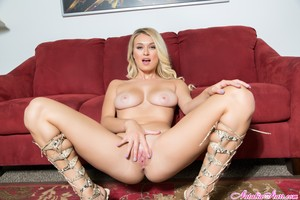 Natalia Starr - Shaved and Feeling Smooth