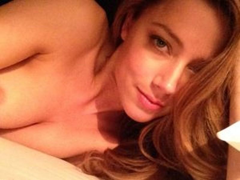 Эмбер Херд (Amber Heard) без лифчика