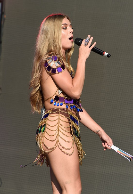 Nackt Becky Hill  Who is