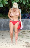 wk2vzec6dshi - Celebrities nipslip, cameltoe, upskirt, downblouse, topless, nude, etc