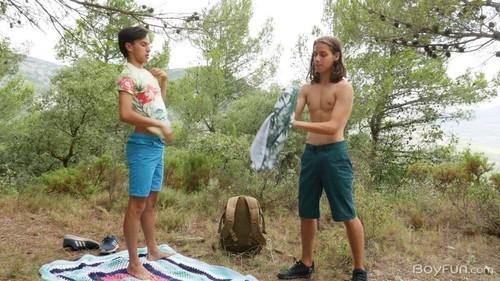 Jake Olsen, Maxxie Rivers - Spanish Adventures, Part 2: Horny Hikers / 12923  [HD/720p]